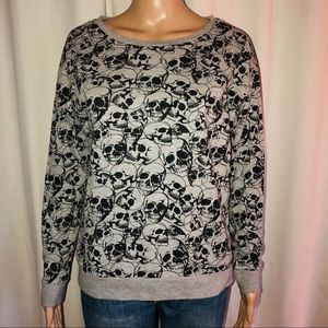 Divided skull print knit top